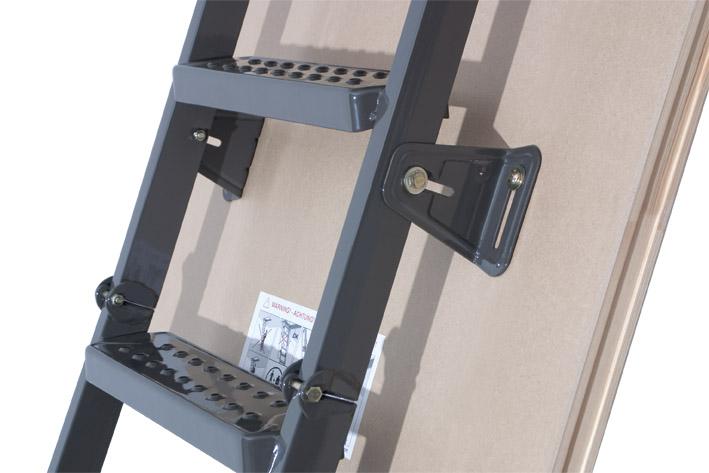Металлическая складная лестница
